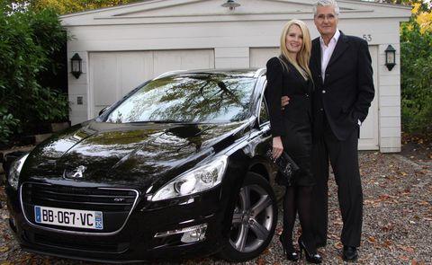 Sky und Mirja du Mont mit dem Peugeot 508 SW