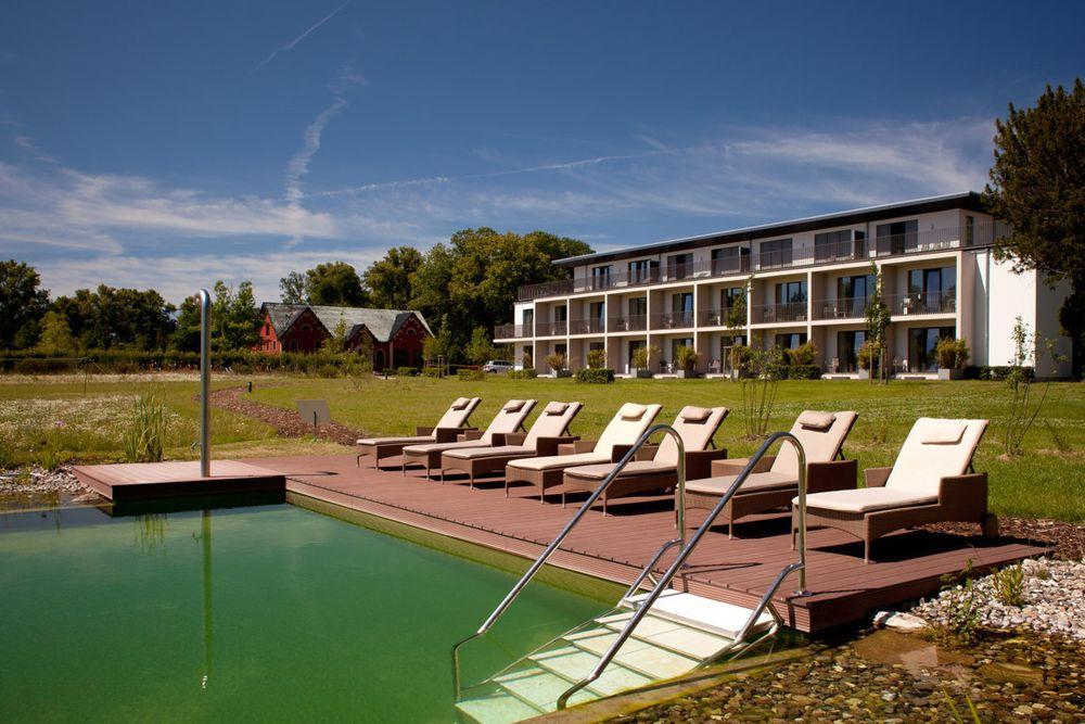 luxus lifestyle und ostsee flair im hotel schlossgut gross schwansee. Black Bedroom Furniture Sets. Home Design Ideas