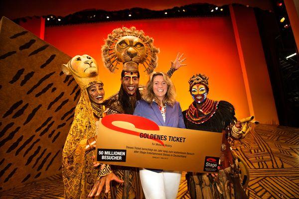 Der König der Löwen: Melanie Wollny aus Hamburg ist Jubiläumsbesucherin