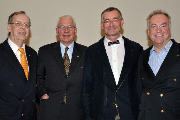 Hans-Martin Kreye, Lions-Präsident Hans-Dieter Wolf, Dr . Axel von der Wense (leitender Arzt der Intensivabteilung), Prof. Gottfried Böttger
