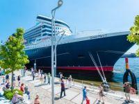 Die Queen Mary im Hamburger Hafen