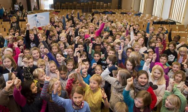 Eine Woche lang haben Hamburger Aqua-Agenten-Kinder von rund 80 Grundschulklassen bereits benutzte Einweg-PET-Flaschen gesammelt