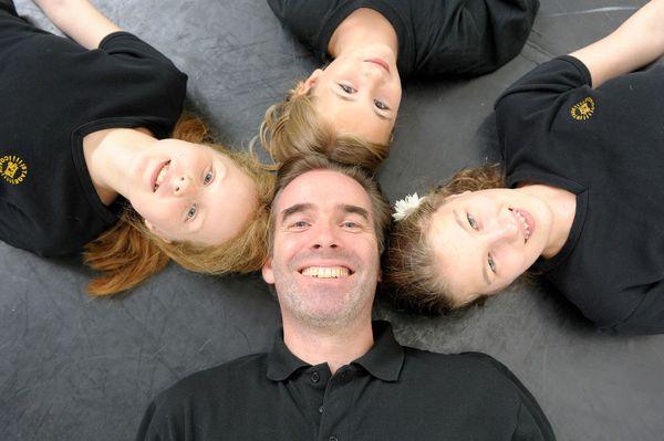 Der Musicalstar Ulrich Allroggen unterrichtet im Stagecoach Ferien-Workshop Kinder zwischen 8 und 16 Jahren