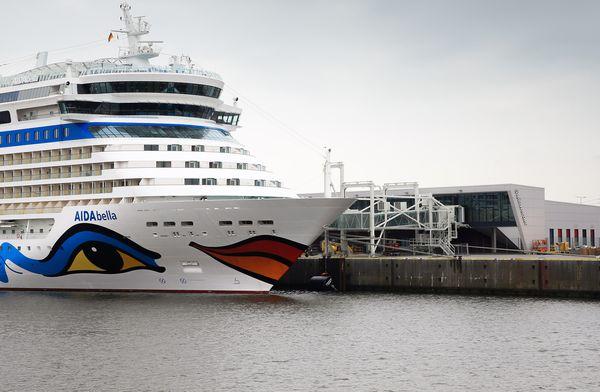 Erstanlauf: AIDAbella am neuen Cruise Center Steinwerder am 23.05.2015 in Hamburg