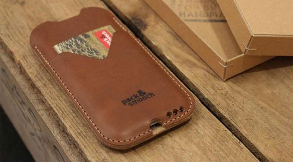 Zeitlos, fair, nachhaltig: Die klassisch-elegante iPhone-Hülle Herdwick aus rein pflanzlich gegerbtem Rindsleder