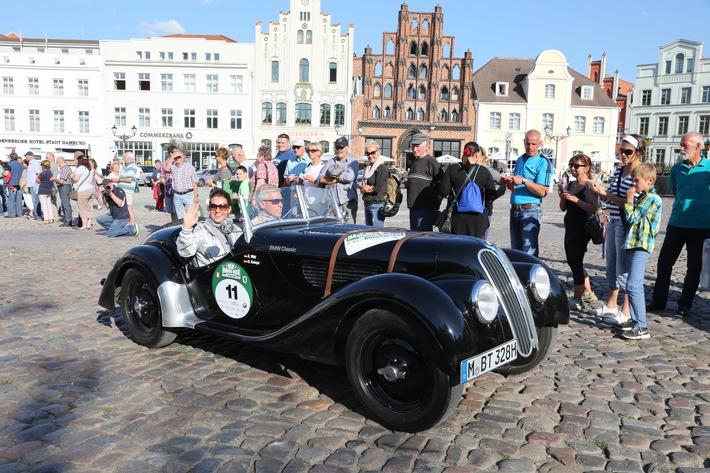 Katarina Witt geht wie im Vorjahr auch auf der 8. Hamburg-Berlin-Klassik 2015 mit ins Rennen