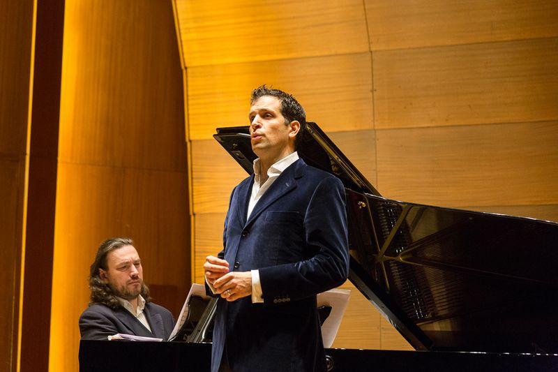 Benefizkonzert in der Laeiszhalle am Montag: Luca Pisaronis Gesang  rührte das Publikum