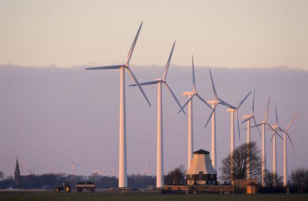 Windpark in der Nähe einer Wohngegend: Zwei Drittel der Deutschen haben nichts dagegen, in der Nähe von Windrädern zu leben