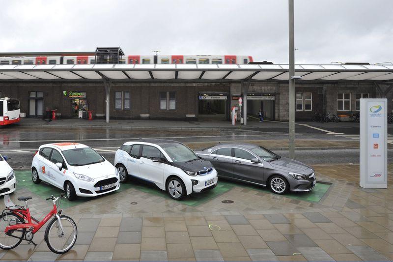 switchhPunktBarmbek mit Car2Go, Cambio und DriveNow