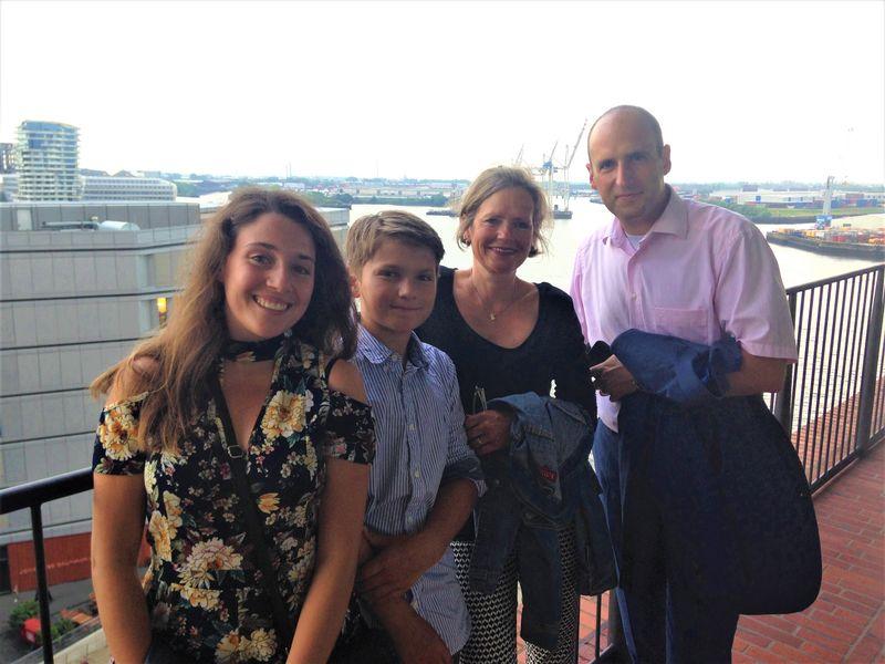 Sara Dagani aus Mailand mit ihrer Gastfamilie Mian, Kathrin und Torben