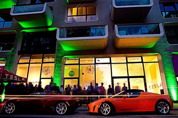 Tesla Pop-Up Store in Hamburg