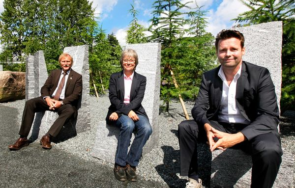 igs-Chef Heiner Baumgarten, Senatorin Jutta Blankau, Generalplaner Stephan Lenzen (v.l.n.r.),