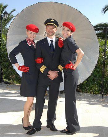 Stewardessen und Flugkapitaen von airberlin