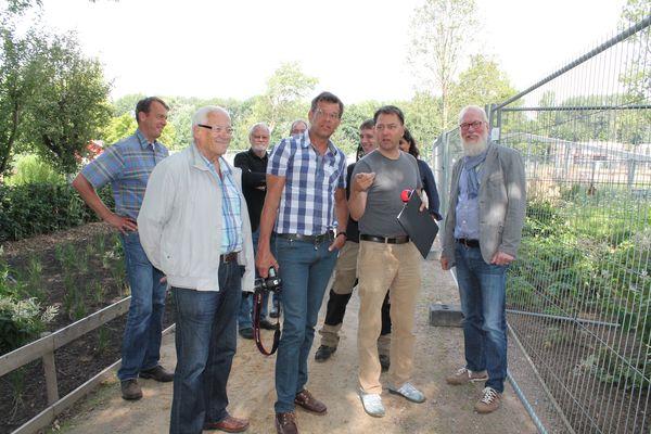 Landschaftsarchitekt Mark Krieger (2. von rechts) beim Fachsimpeln