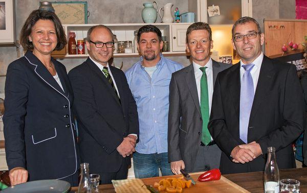 Ilse Aigner, Ties Rabe / Senator für Schule und Berufsbildung, Tim Mälzer, Ralf Jourdan / Geschäftsführer Nolte-Küchen, Ruediger Bockhorst / Bertelsmann Stiftung