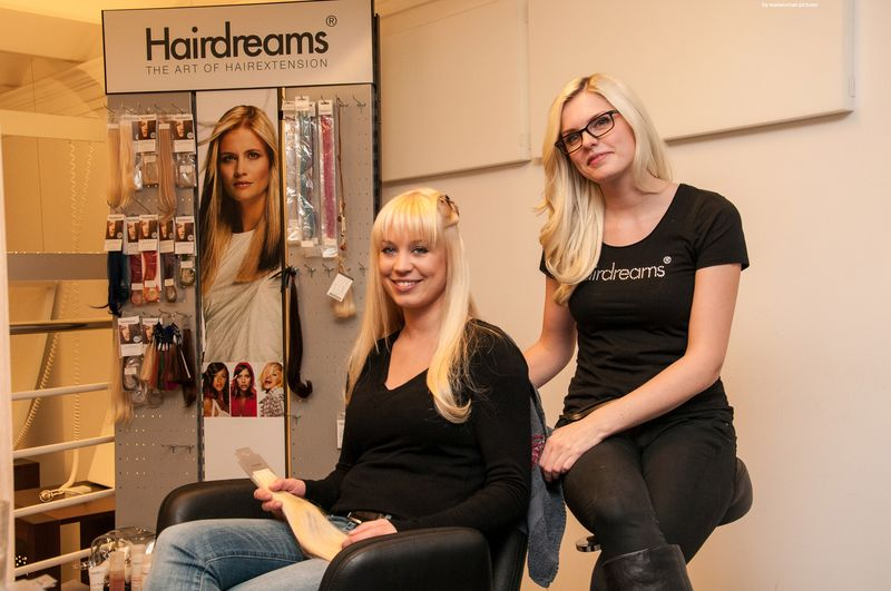 Hairdreams Trainerin Sarah Zirpins mit Haarmodel