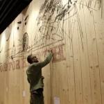 "Chris Rehberger mit Wandbild im ""WakuWaku"""