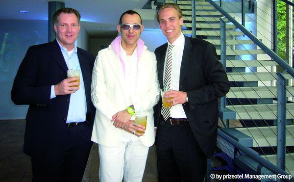 Marco Nussbaum, Co-Founder und CEO prizeotel; prizeotel-Designer Karim Rashid; Dr. Matthias Zimmermann, Co-Founder prizeotel