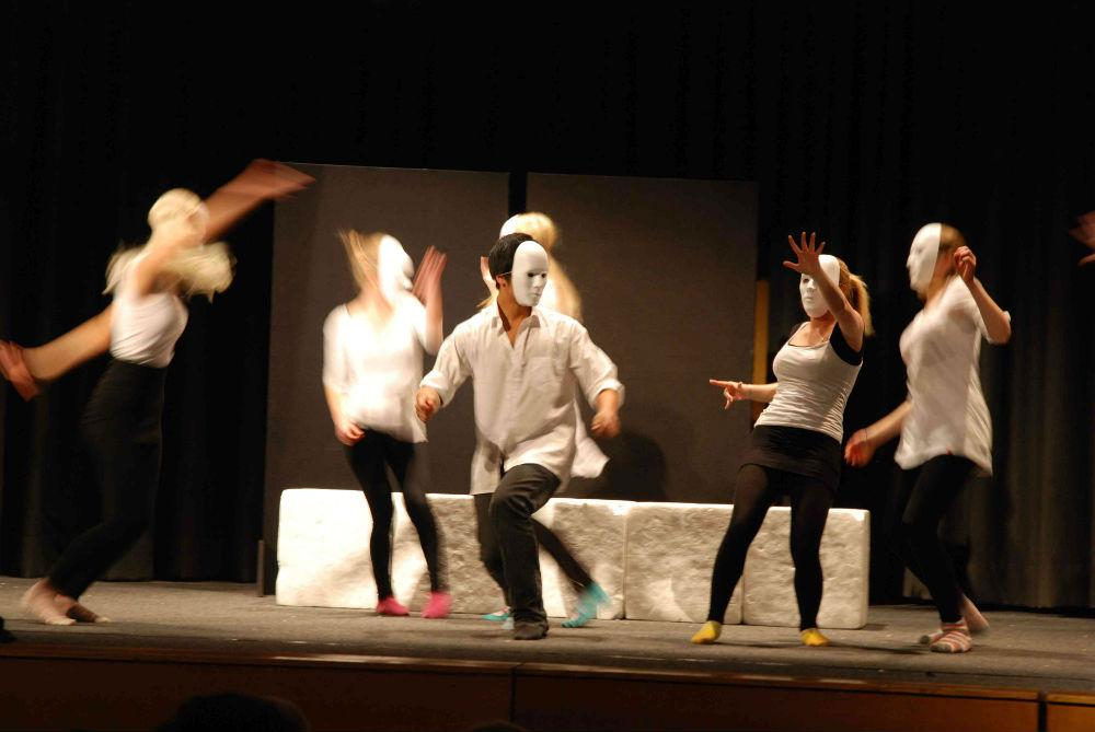Task Schauspielschule stürmt die Hamburger Kammerspiele