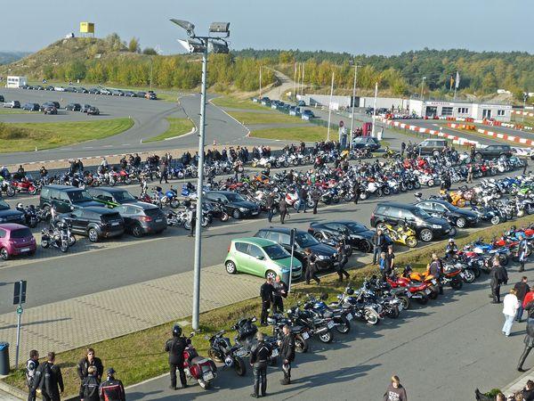 Am Motorrad StartUp Day trifft sich Norddeutschlands Bikerszene traditionell im ADAC Fahrsicherheitszentrum Hansa/Lüneburg