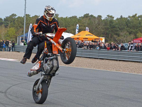 Spektakuläre Stuntshows begeistern am Motorrad StartUp Day jedes Jahr Tausende von Bikern