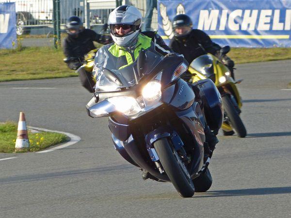 Auf dem Gelände des ADAC FSZ Hansa/Lüneburg stehen am Motorrad StartUp Day nahezu alle aktuellen Modelle für Probefahrten bereit