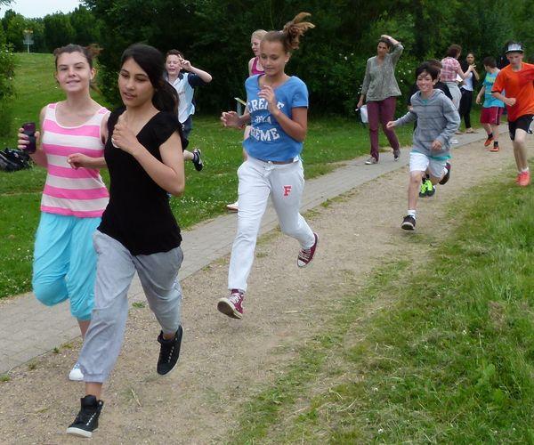 Schüler der Bergedorfer Gretel-Bergmann Schule laufen für Bären