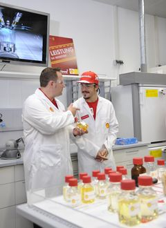 Fernando Alonso bei Shell in Hamburg