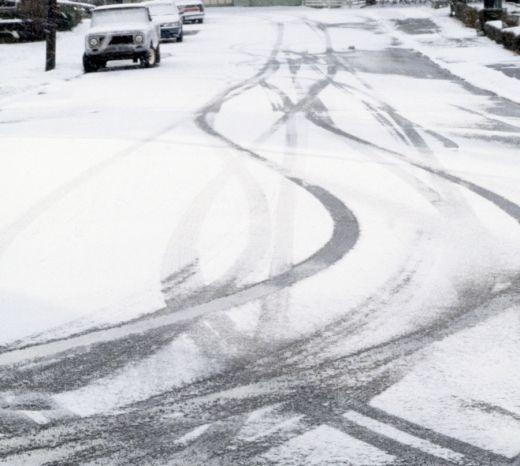 Sieben Tipps: Sicher Auto fahren im Winter