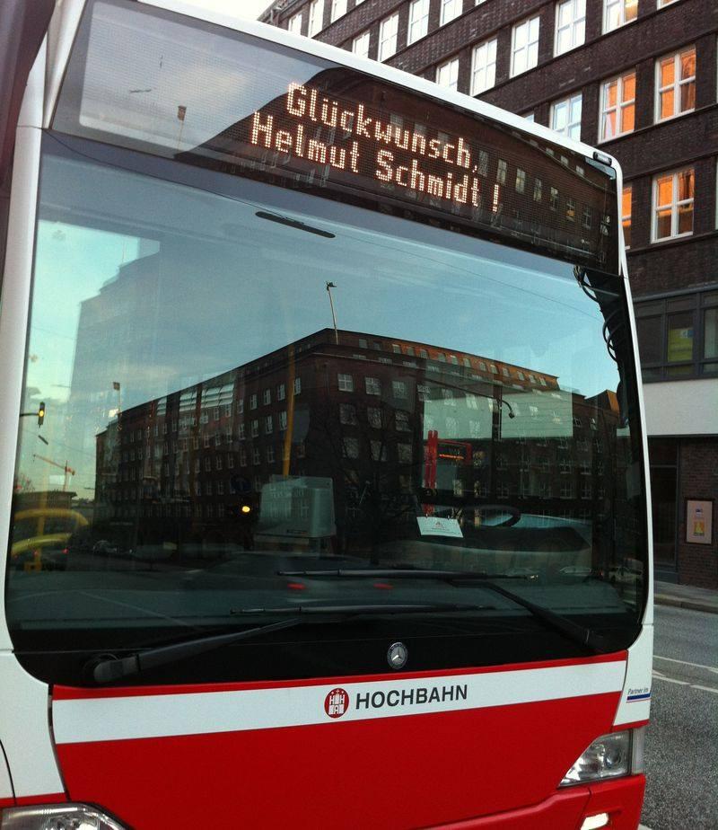 Hochbahn ehrt Helmut Schmidt