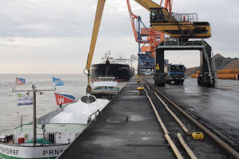 Streusalz für Winter bei Brunsbüttel Ports eingelagert