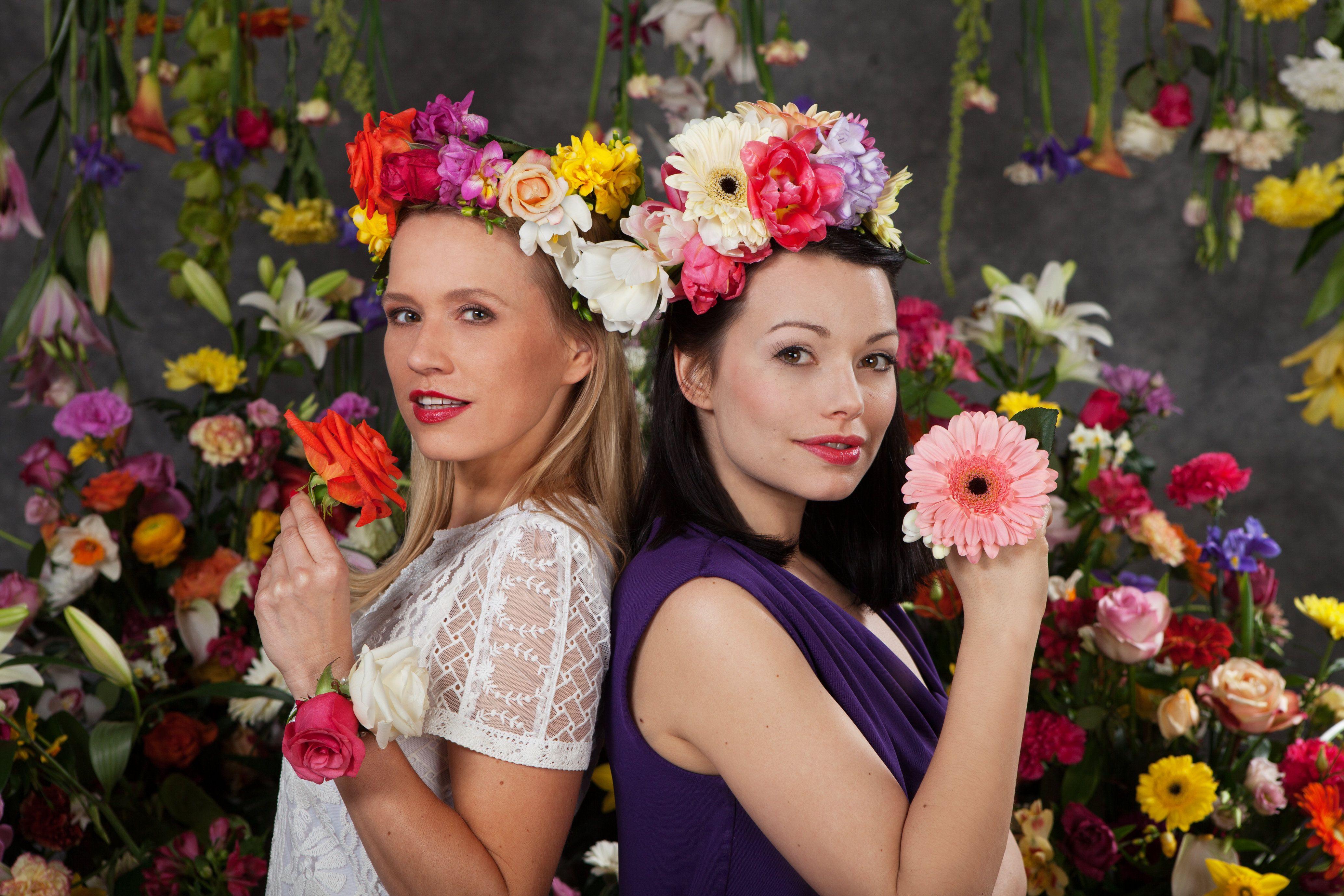 Freundinnen kennen ihre Lieblingsblumen