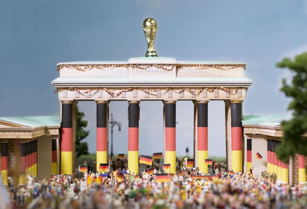 Brandenburger Tor - Quadriga gegen WM-Pokal getauscht Bildrechte: Miniatur Wunderland Hamburg GmbH
