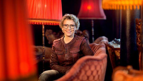 Im Kulturjournal widmet sich Moderatorin Julia Westlake der NDR Benefizaktion