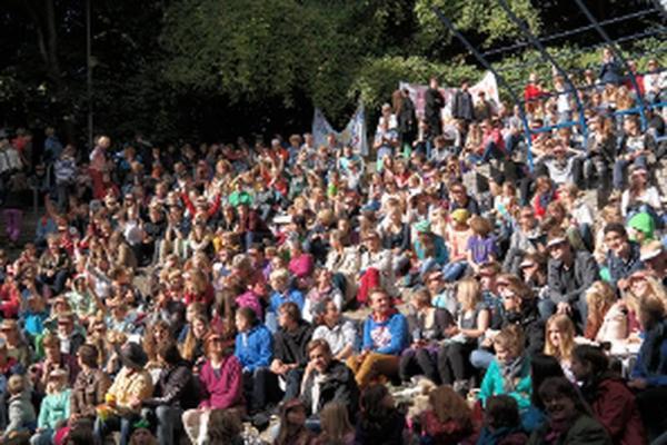 Kundgebung in Kiel 2013 für eine Anhebung der staatlichen Zuschüsse für die Waldorfschulen