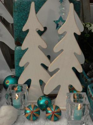 Verschneite Winterlandschaft mit Kerzen in RAL-Qualität