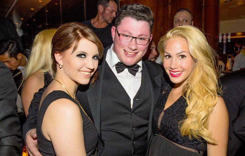 Tenor Ricardo Marinello mit Frau (links) und Angelina Heger