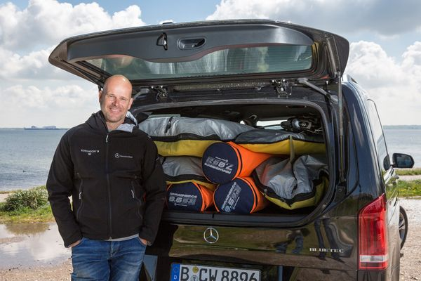 Bernd Flessner mit der neuen MB V-Klasse auf der Sonneninsel Fehmarn