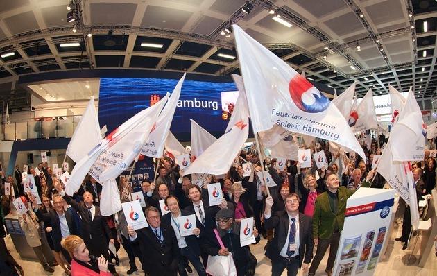 Internationale Tourismus Börse in Berlin 2015_ Hamburg Stand: Hamburg Empfang mit Flash Mob für Hamburger Olympiabewerbung - mit Unterstützung der anderen Norddeutschen Stande