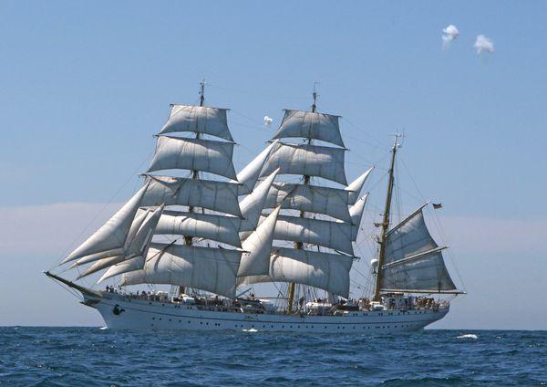 Die Gorch Fock trifft im Nordatlantik auf das Kolumbianische Segelschiff Gloria