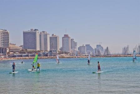 Besonders beliebt bei Surfern: Die Strände von Tel Aviv