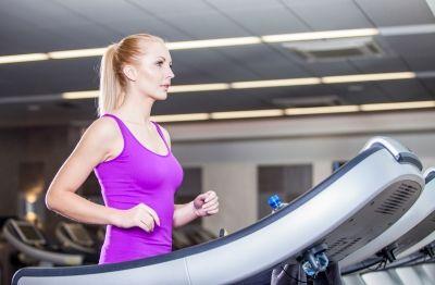 Ob draussen oder drinnen - joggen ist immernoch die effektivste Art der Fettverbrennung - leider auch die anstrengendste