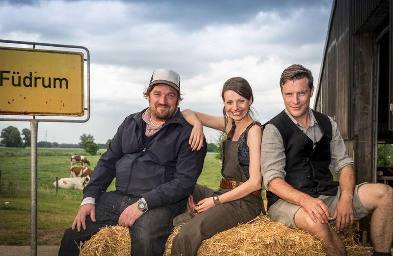 """Drehstart für """"Maikes schwarze Schafe"""": Till Franzen (Regie), Julia Hartmann (Rolle als Maike) und Florian Panzner (Rolle als Hinnerk)"""