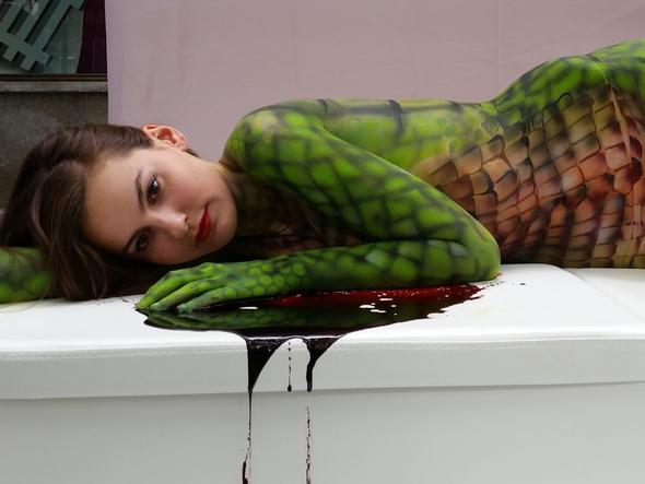 Und so sah die Peta-Hermes-Bodypaint-Aktion vor einigen Wochen in Berlin aus