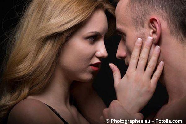 Eifersucht und Misstrauen prägen den Alltag und an ein ehrliches Gespräch ist nicht zu denken