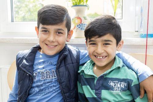 Flüchtlingskinder sollten mit ihren Familien möglichst schnell in Wohnungen untergebracht werden, so wie die beiden syrischen Jungen. Sie wohnen in einer Wohnunterkunft für Asylbewerber beim ASB Zwickau