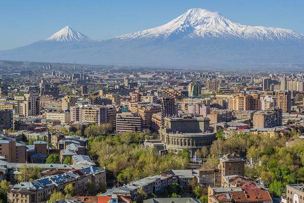 Grossartiger Blick über Eriwan und den Berg Ararat - dort soll Noah mit seiner Arche gestartet sein