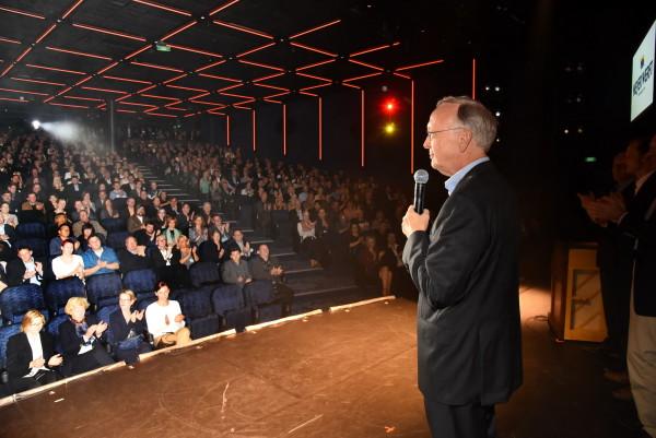 """Bernard Meyer in seiner Begrüßungsrede im großen Theater: """"Sie alle haben Großartiges geleistet!"""""""