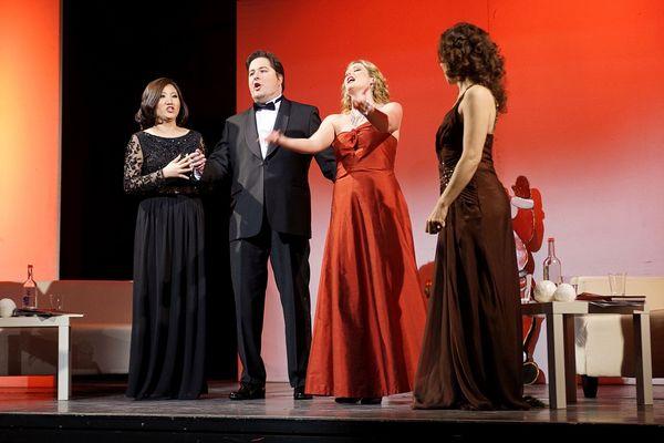 professionellen Opernsängern mit jungen, frischen und berührenden Stimmen – sorgen für die besinnlichen Momente an diesem Abend.