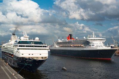 Die Queen Mary 2 und Mein Schiff 1